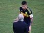 James evita falar sobre Brasil e adota discurso repetitivo ao lamentar derrota