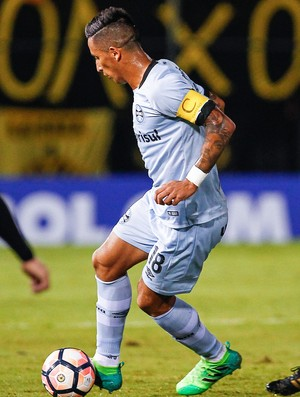 Lucas Barrios contra o Guaraní (Foto: Lucas Uebel / Grêmio, DVG)