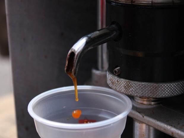 Café expresso feito em moto (Foto: Rafael Miotto/G1)