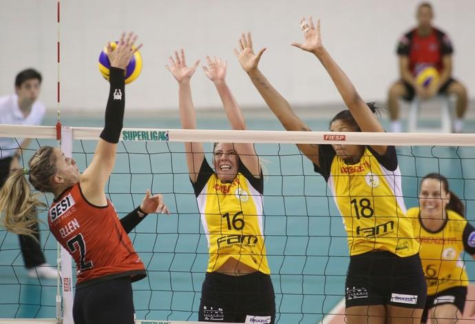 Ellen (no ataque) está confiante em uma vitória do Sesi-SP (Foto: Divulgação/CBV)