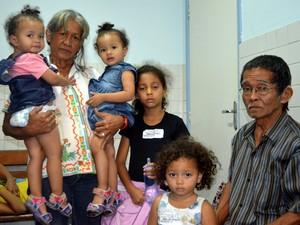 Avôs levaram quatro crianças ao Mário Gatti e esperaram pelo menos 5h em Campinas (Foto: Arthur Menicucci/ G1 Campinas)