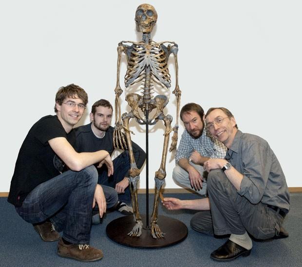 Svante Pääbo, à direita, e equipe (Foto: cortesia Instituto Max-Planck)