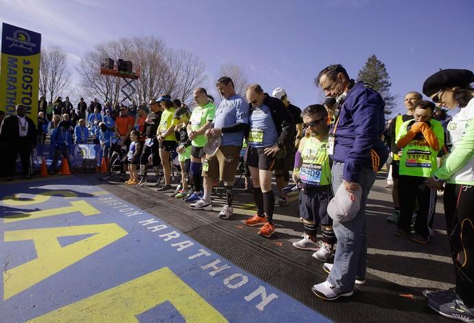 maratona de boston 1 minuto de silencio (Foto: AP)