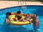 Wesley Safadão curte feriado ao lado da família e mostra momento na web