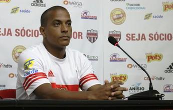 Ainda sem marcar, Serginho sonha com retorno ao time titular do Bota-SP
