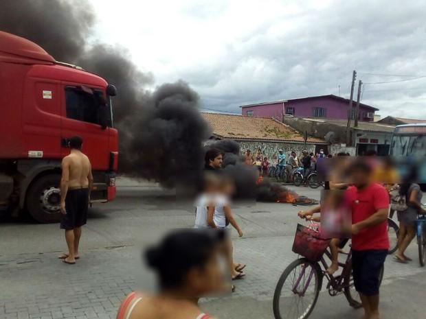 Após atropelamento, moradores protestam em rodovia do litoral do Paraná (Foto: Ricardo Amaral/ Arquivo pessoal)