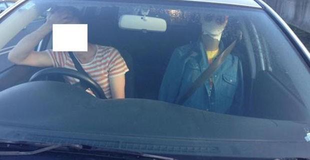 Motorista foi multado por usar manequim para enganar polícia de trânsito (Foto: New Zealand Police)