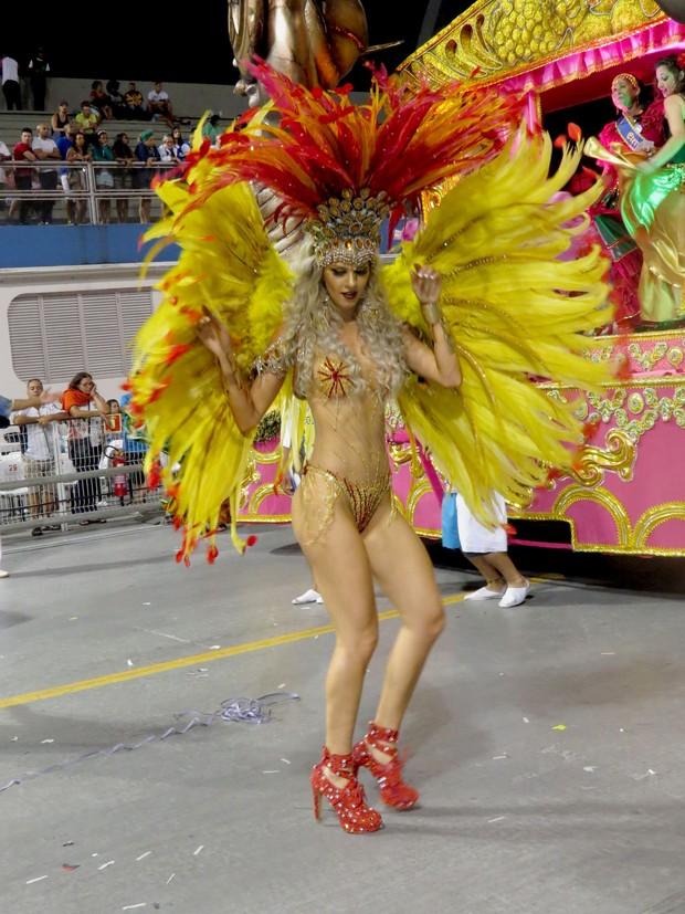 Ex BBB Tatiele Polyana estreia no Carnaval Paulista com figurino transparente (Foto: Renato Cipriano / Divulgação)