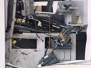 Bairro Santa Mônica Uberlândia MG explosão caixa eletrônico agência bancária  (Foto: Reprodução/TV Integração)