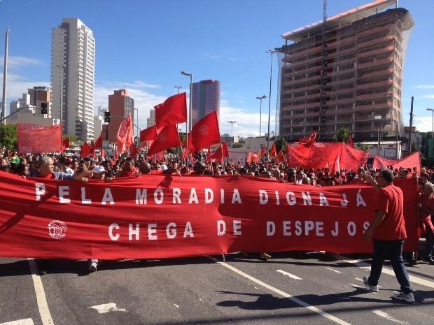Manifestantes pedem fim dos despejos e moradia digna. (Foto: Tatiana Santiago/G1)