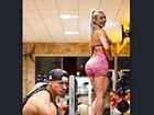 'Leve demais', brinca Felipe Franco em foto em que 'levanta' Juju Salimeni