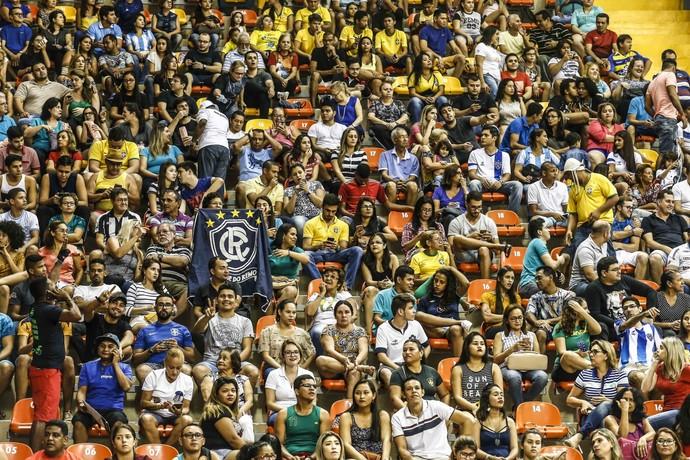 Torcida compareceu ao Mangueirinho para o jogo (Foto: Wander Roberto/Inovafoto/CBV)