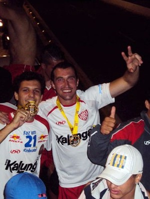 Walter, goleiro do Noroeste, na festa pelo título da Copa Paulista (Foto: Thiago Navarro/EC Noroeste)
