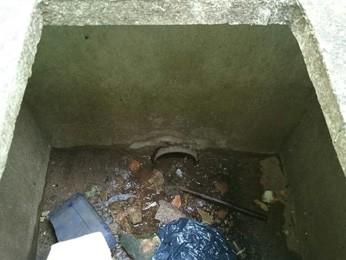 Caixa de drenagem onde gato passou dois dias preso (Foto: Mahammed Soares/Arquivo pessoal)