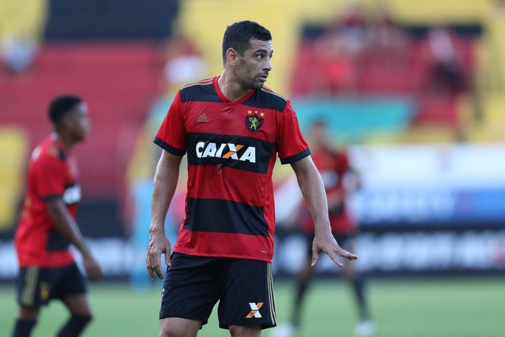 Diego Souza defendeu Sport neste domingo, contra Atlético-PR (Foto: Aldo Carneiro / Pernambuco Press)