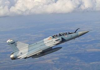 30/08/2013 - Sem novo avião, FAB 'canibaliza' 6 caças para manter voos em 2013
