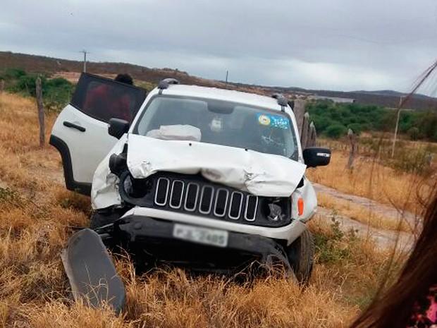 Outro veículo enevolvido na batida que deixou dois mortos na BR-030, no sudoeste da Bahia (Foto: Edson Carlos/ Arquivo Pessoal)