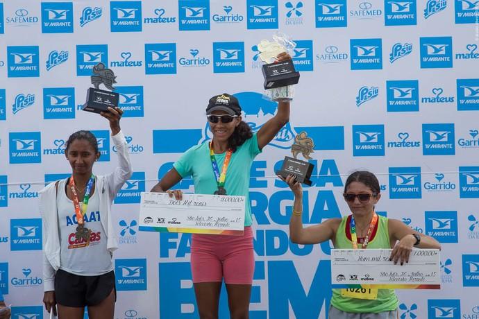 Elivani ficou no lugar mais alto do pódio, acompanhada por Larisse e Ana Célia (Foto: Aluizio Ribeiro / Divulgação)