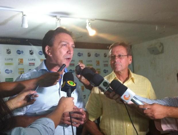 Rubens Guilherme, presidente do ABC, e Waldemar Lemos, novo técnico (Foto: Divulgação/ABC)