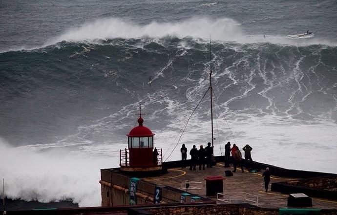 Onda gigante surfada por Pedro Scooby em Nazaré, Portugal (Foto: Arquivo Pessoal/Pedro Scooby)