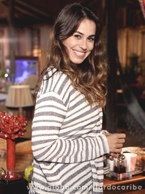 A linda atriz afirma que se encontrar o homem certo pode ter outro filho (Foto: Flor do Caribe / TV Globo)