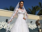 Prestes a se casar, Laura Keller posa vestida de noiva