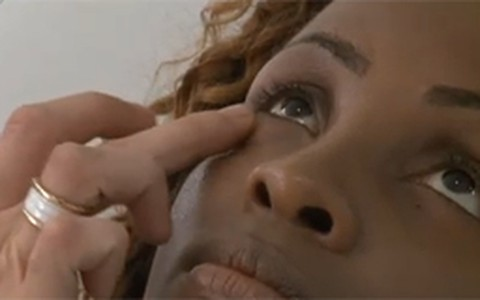 Pele negra: veja dicas de maquiagem