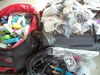 Senegalês foi preso em MT com mercadorias sem nota fiscal (Foto: Divulgação/PRF-MT)