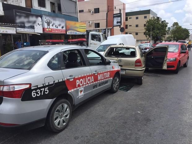 Perseguição terminou com troca de tiros no bairro dos Bancários, em João Pessoa (Foto: Walter Paparazzo/G1)