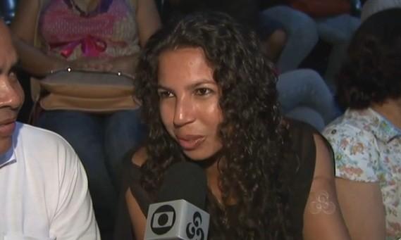 Professora fala da importância de prestigiar o evento e do incentivo à cultura acreana  (Foto: Amazônia TV)