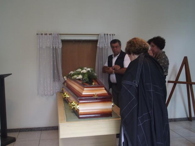 Amigos deram o último adeus e relembraram a personalidade de Odete (Foto: Juliana Scarini / G1)