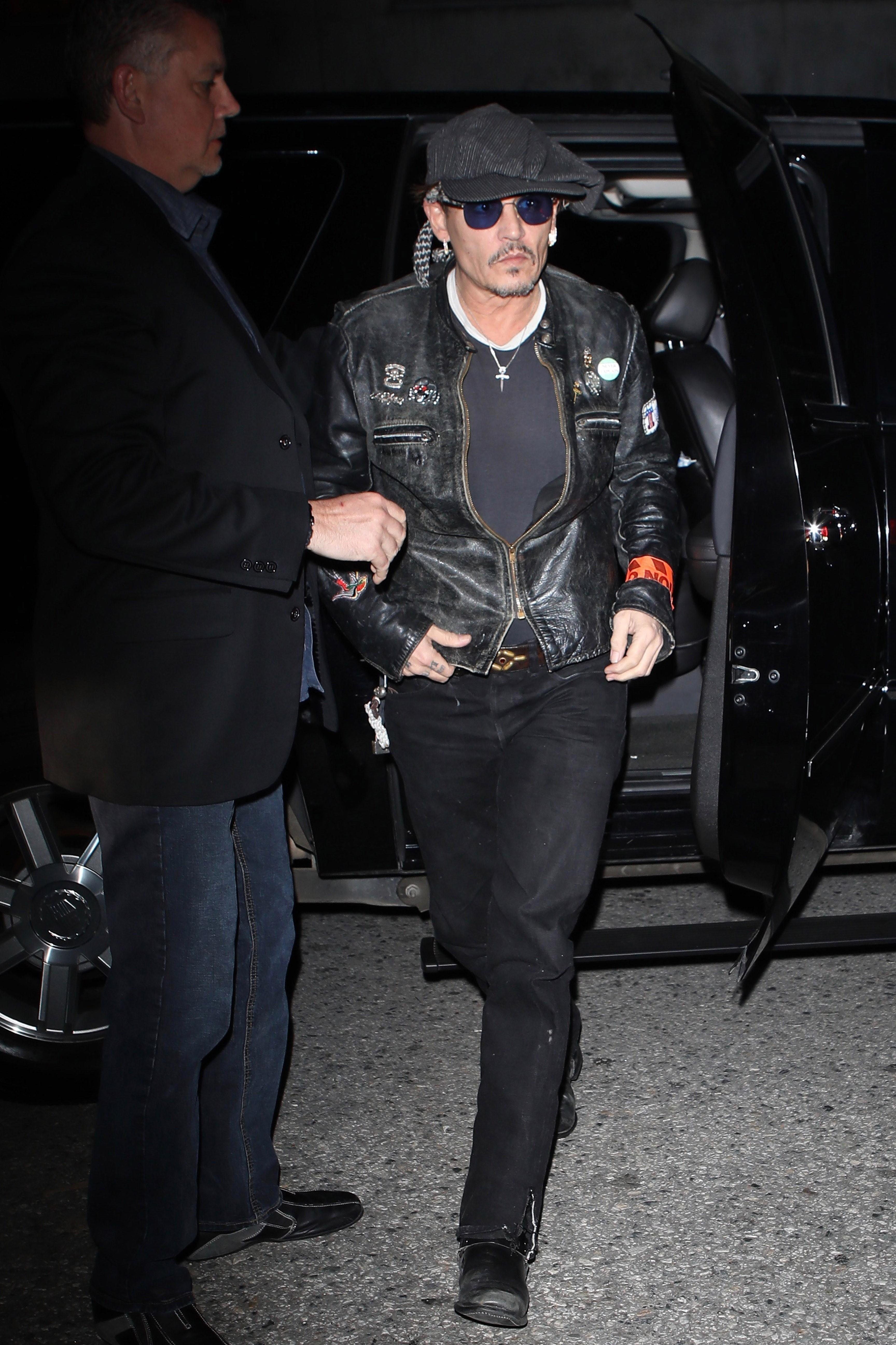Johnny Depp, é você? Ator surge magérrimo no aniversário de Lady Gaga (Foto: AKM-GSI )