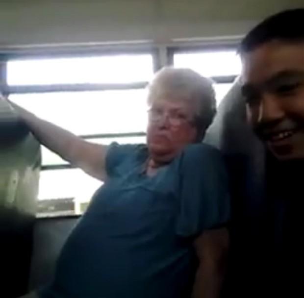 Detalhe do vídeo em que a monitora Karen Klein é insultada por alunos (Foto: Reprodução)