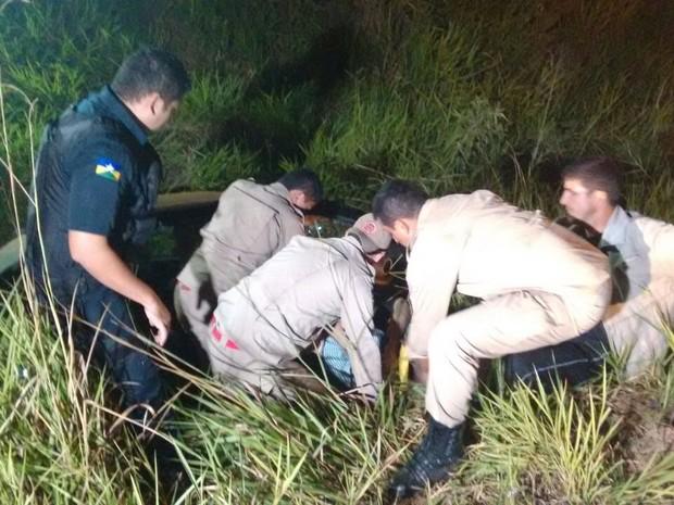 Homem ficou preso às ferragens após carro capotar (Foto: Wesley Wagner/Arquivo Pessoal)