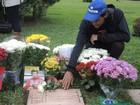 Saudade: túmulo de Senna em SP recebe homenagens (David Abramvezt)