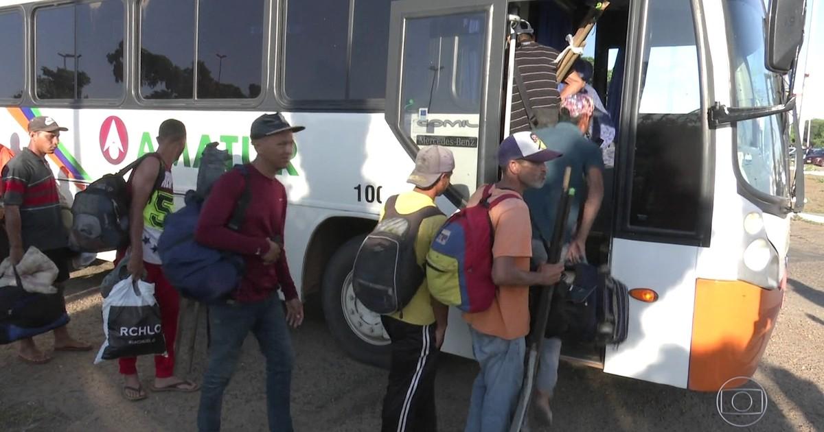 Operação retira venezuelanos que moravam na rodoviária de Boa Vista