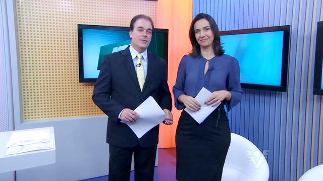 Tony Lamers e Vanessa Machado apresentando o Jornal da Tribuna (Foto: Reprodução/TV Tribuna)