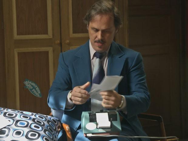 Mário mostra as contas para Rodrigo (Foto: TV Globo)