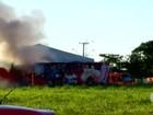 Lanchonete que funcionava dentro de ônibus pega fogo no TO; veja vídeo