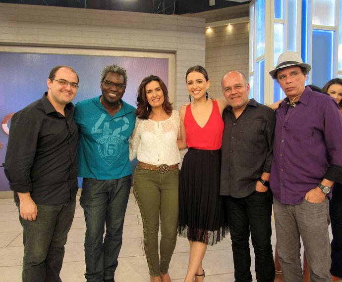 Fátima com os músicos e com a cantora Roberta Sá  (Foto: Carolina Morgado/Gshow)