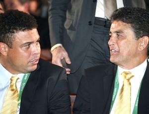 Ronaldo e Bebeto, Sorteio copa das Confederações (Foto: Agência Reuters)