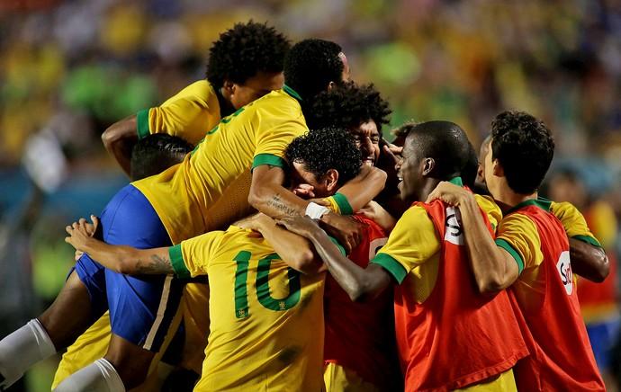 dante brasil gol honduras (Foto: Mowa Press)