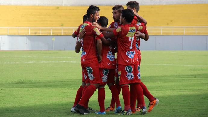 Jogadores do Rio Branco comemoram gol no estádio Florestão (Foto: João Paulo Maia)