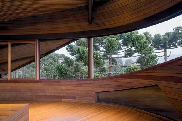 Casa de campo impressiona pelo formato curvo (Foto: mareines+patalano¶2016)