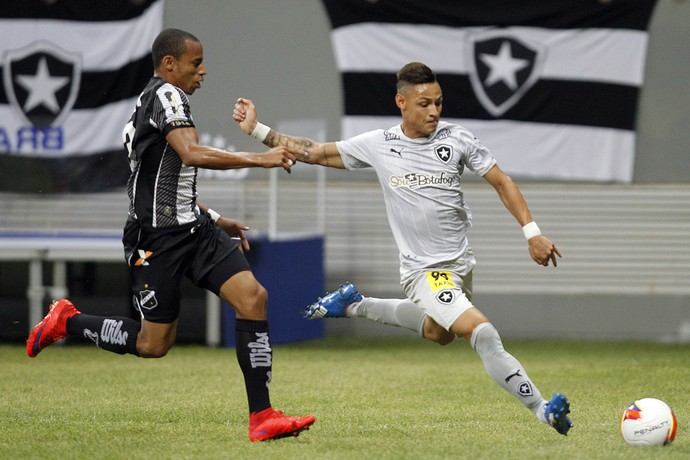 Neilton Botafogo (Foto: Vitor Silva / SSPress / Botafogo)