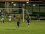 """Atacante faz gol no ex-time, extravasa e leva tombo ao vibrar: """"Feliz demais"""""""