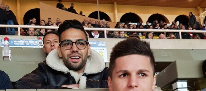 Falcao nas tribunas do estádio Louis II  (Foto: Site oficial do Monaco)