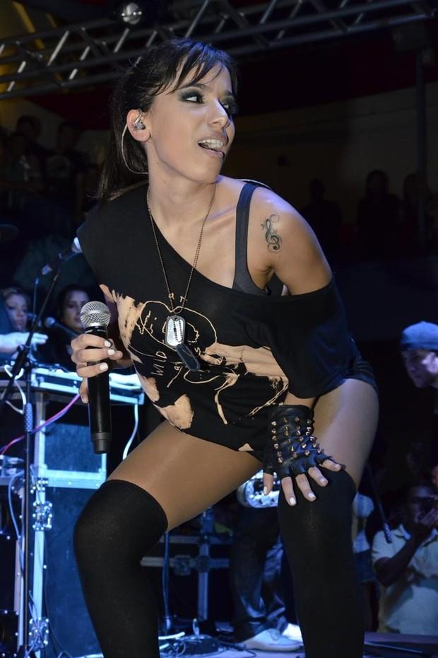 Anitta faz show com participação de Smigol (Foto: Divulgação)