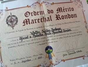 Prêmio que Walter Santos recebeu do governador de Rondônia (Foto: Hugo Crippa)