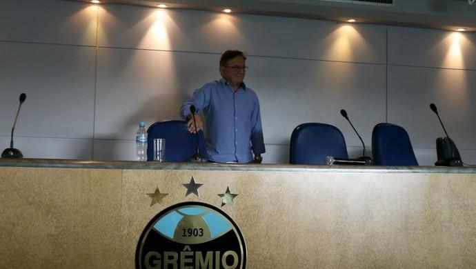 Fábio Koff concede entrevista coletiva no Olímpico (Foto: Diego Guichard/GloboEsporte.com)
